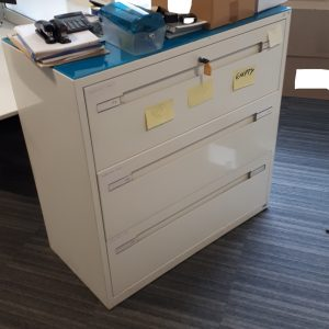 Lateral filing cabinet - 3 drawers and glass top - 100x50x100